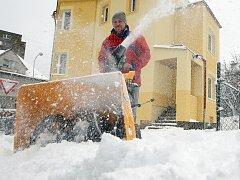 OPATRNOST. Ta je při práci se sněhovou frézou nutná. Dodržování základních pravidel pomůže předejít úrazům i škodám.