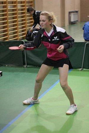 BRONZOVOU MEDAILI ve čtyřhře dorostenek vybojovala vHustopečích doberská stolní tenistka Kateřina Rozínková.