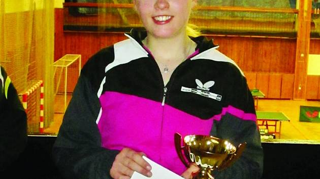 Vítězka. Doberská stolní tenistka Kateřina Rozínková se s dorosteneckou kategorií rozloučila prvním místem.