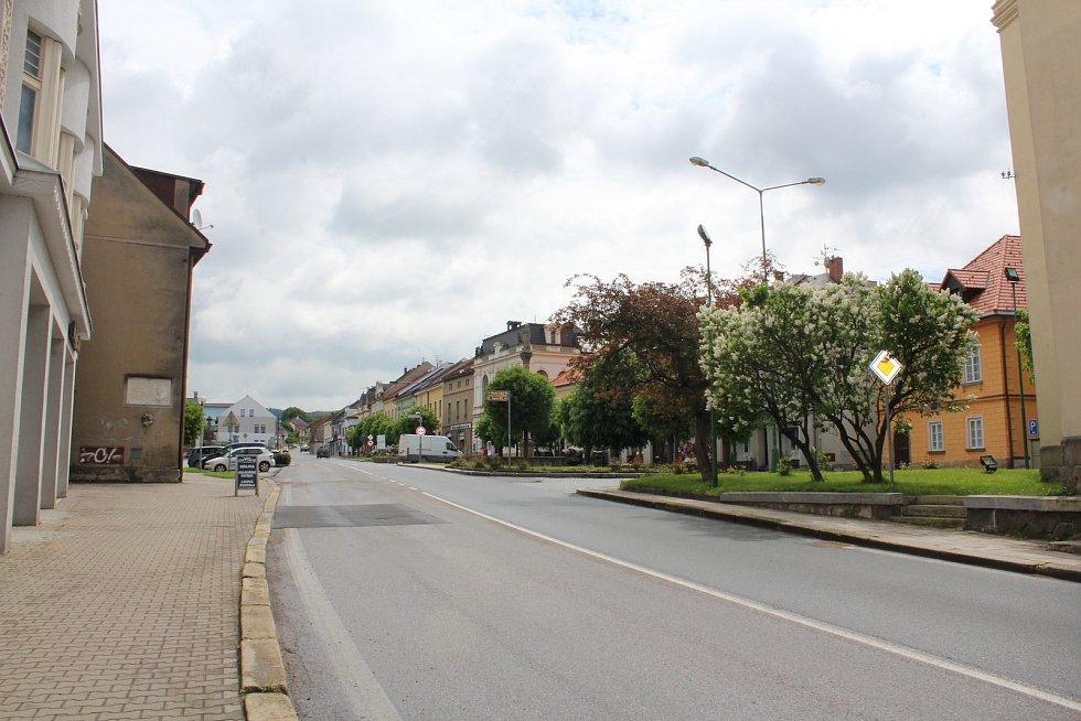Z ulic Vamberka.