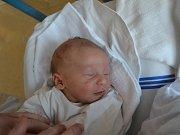 ALEX VALACH se narodil 30. května ve 12:54 jako prvorozené miminko Marcely Kristové a Petra Valacha z Vamberka. Chlapeček vážil 2570 gramů a měřil 46 cm. Tatínek zvládl porod na jedničku a byl mamince po celou dobu velkou oporou.