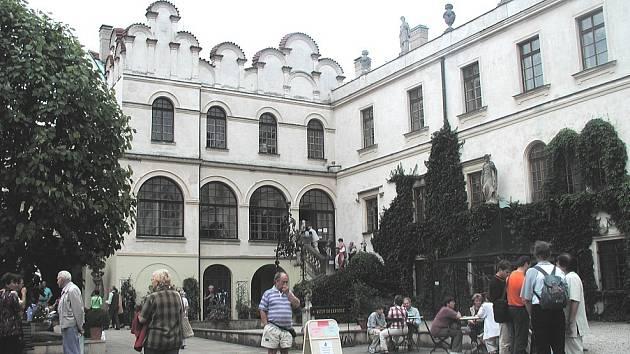 Na zámku v Častolovicích začíná turistická sezona.