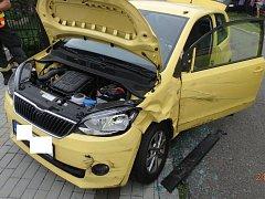 Dopravní nehoda dvou osobních automobilů v Byzhradci.