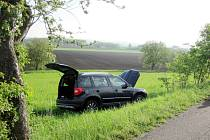 Dopravní nehoda dvou osobních automobilů u obce Mokré.
