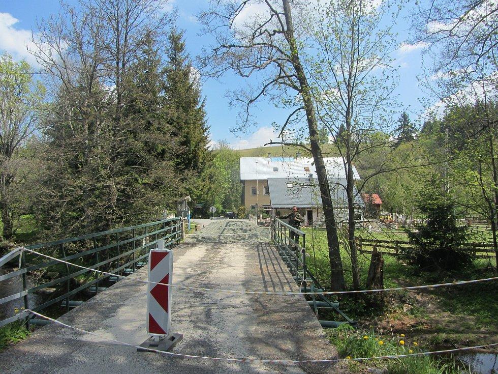 Hraniční most přes Orlici v Bartošovicích v Orlických horách.