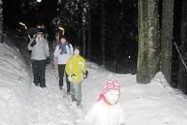 Pobyt zpestří noční pochody. Návštěvníci tak poznají prostředí horské obce za svitu loučí
