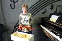 ZTRATIL ŘEČ. Ani při přebírání ceny nebyl jedenáctiletý Tomáš Slánský příliš výřečný. Ale při zpěvu se z něj stává mistr
