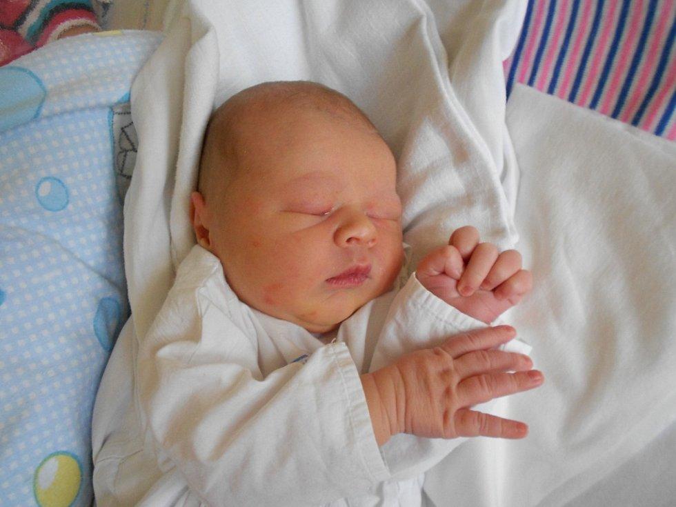 Matěj Honskus se narodil 22. října 2018 ve 2.05, vážil 3 350 g a měřil 48 cm. Radost z něho mají rodiče Martina a Marek Honskusovi ze Žamberka. Tatínek byl u porodu pro maminku velkou oporou.