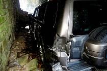 Havárie terénního automobilu v Deštném v Orlických horách.