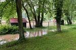Voda zaplavila zámecký park i zvěřinec.