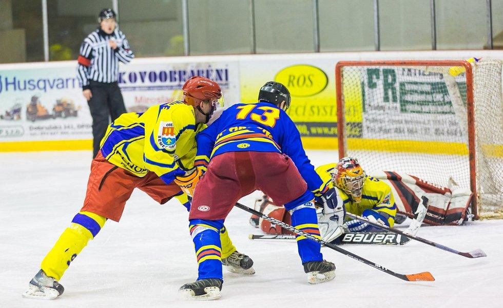 Magnetem třetího kola nadstavbové části krajské hokejové ligy O pohár předsedy KVV ČSLH bylo okresní derby v Opočně.
