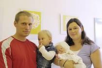 JONÁŠ BIEN: MUDr. Kateřina Bienová a Bc. Radovan Bien ze Skuhrova nad Bělou přivedli na svět syna. Chlapeček se narodil 15. 8. ve 20.56 hodin s váhou 4,02 kg a délkou 52 cm. Doma se na bratříčka těšila Anežka. Tatínek to u porodu zvládl hrdinsky.