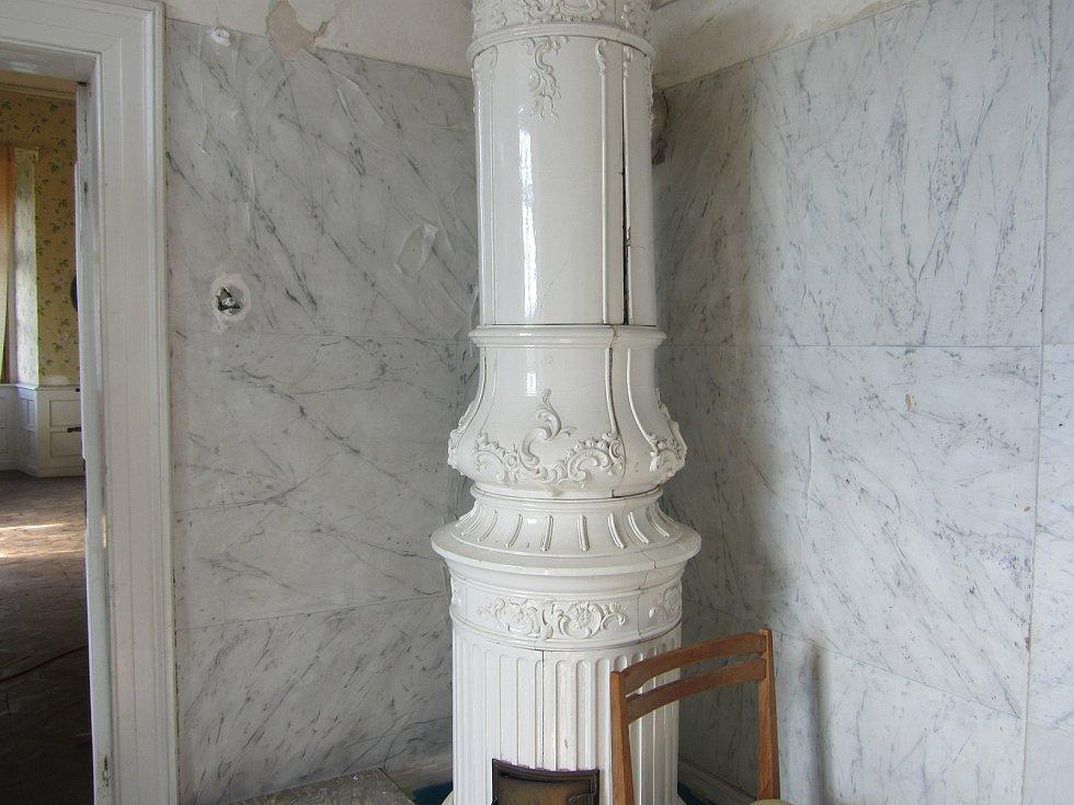 Z druhého patra opočenského zámku. Z koupelny.
