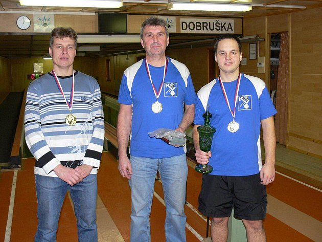 VÍTĚZOVÉ. Škoda Auto Kovo (zleva): Ladislav  Urbánek, Milan Dusbaba a Lukáš Hartman.
