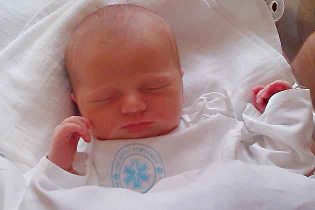 VERONIKA VEVERKOVÁ: Rodiče Pavlína Šponarová a František Veverka ze Lhot u Potštejna se radují z narození dcery. Na svět se poprvé podívala 21. 6. v 15:05 hodin s váhou 2,86 kg a délkou 47 cm.