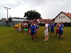 PRVNÍ MÍSTO na letošním turnaji Euro Houdkovice vybojovali hráči týmu Honki Tong Náchod.