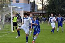 V utkání krajského fotbalového přeboru Kostelec nad Orlicí – Broumov se diváci v normální hrací době branek nedočkali. V penaltovém rozstřelu byli úspěšnější domácí.