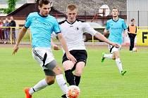 Rychnovský útočník Jiří Počtýnský (v bílém dresu) zaznamenal v domácím utkání s Hořicemi (3:1) dva góly. Prosadí se v závěrečném duelu sezony s Novým Městem?