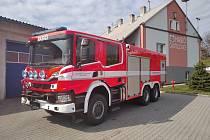 Častolovičtí hasiči získali novou cisternu.