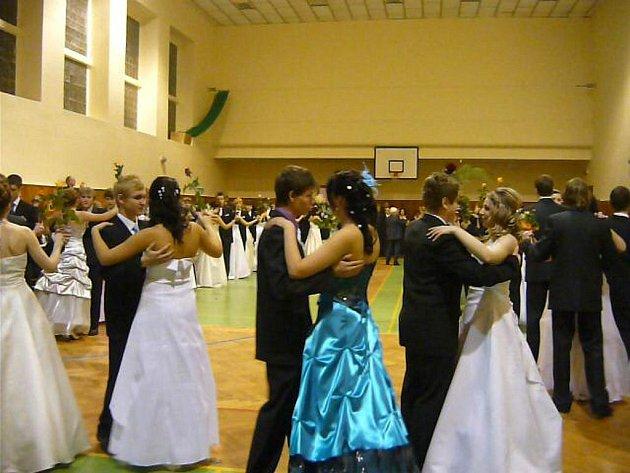Taneční kurzy vyvrcholily věnečkem