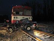 Jednapadesátiletý muž vjel z nejasných příčin pod rozjetý vlak.