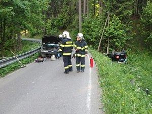 Dopravní nehoda dvou osobních automobilů v Bartošovicích v Orlických horách.