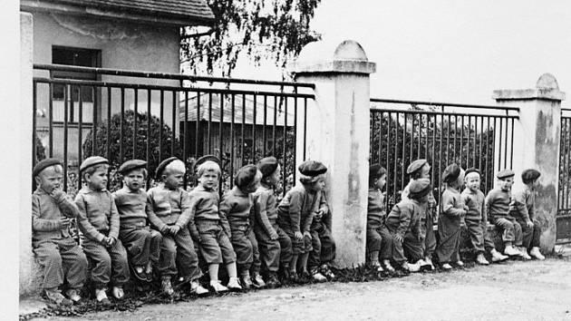 Děti v opočenských jeslích.