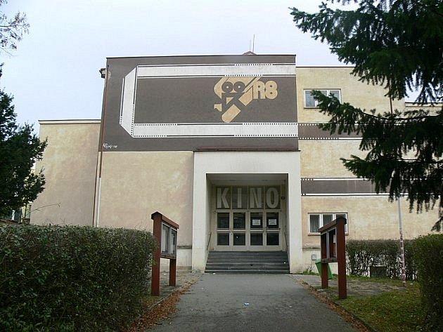 Stará budova kina vRychnově projde rekonstrukcí za 100milionů. Změní se na knihovnu.
