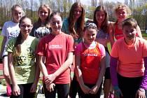Družstvo starších žákyň Dobrušky po úspěšné jarní premiéře