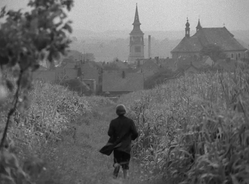 František spěchá do Dobrušky bývalou polní cestou.