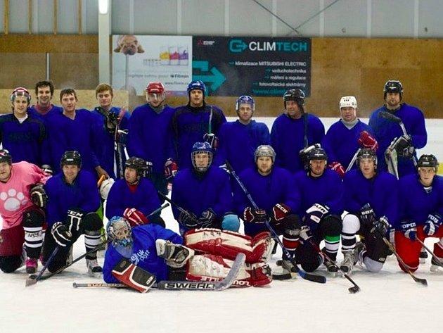 Část týmu HC Lev Kostelec po jednom z tréninků.