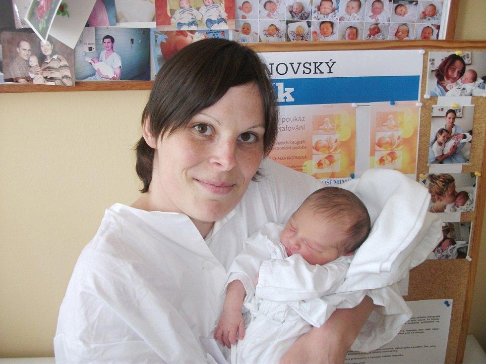 DIANA TESAŘOVÁ se narodila 11. května ve 4.18 hodin rodičům Růžené Lacinové a Miloši Tesařovi z Šedivin. Po narození vážila 3,46 kg a měřila 48 cm. Doma se na malou sestřičku těšil Benedikt.