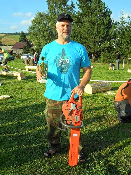 Vítěz v odvětvování a řezání motorovou pilou Radek Jirásek.