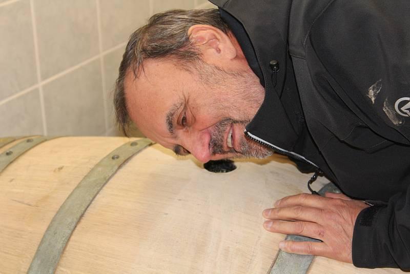 Petr Dujka. Tady zraje víno.