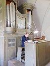 Na varhany v Přepychách už lze hrát (na snímku Václav Uhlíř).