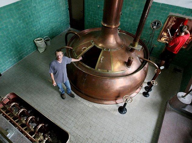 Pivovar v Dobrušce začal opět vařit zlatavý mok.