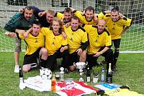 Vítězem třetího ročníku charitativního turnaje médií v malé kopané RTA Cup 2011 se stalo v Přepychách mužstvo Fotbal v kraji.
