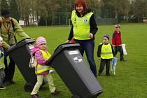 Zájem o způsoby třídění odpadu byl na městském stadionu v Dobrušce nebývalý. Osvětová akce nabídla velmi pestrý program