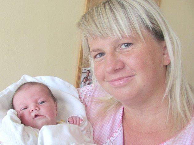 KAROLÍNA MÁLKOVÁ: Rodiče Renáta a Jiří Málkovi ze Synkova mají radost z narození dcery. Na svět se poprvé podívala 9. října ve 12.22 hodin s váhou 3,75 kg a délkou 51 cm. Tatínek byl u porodu velkou oporou.