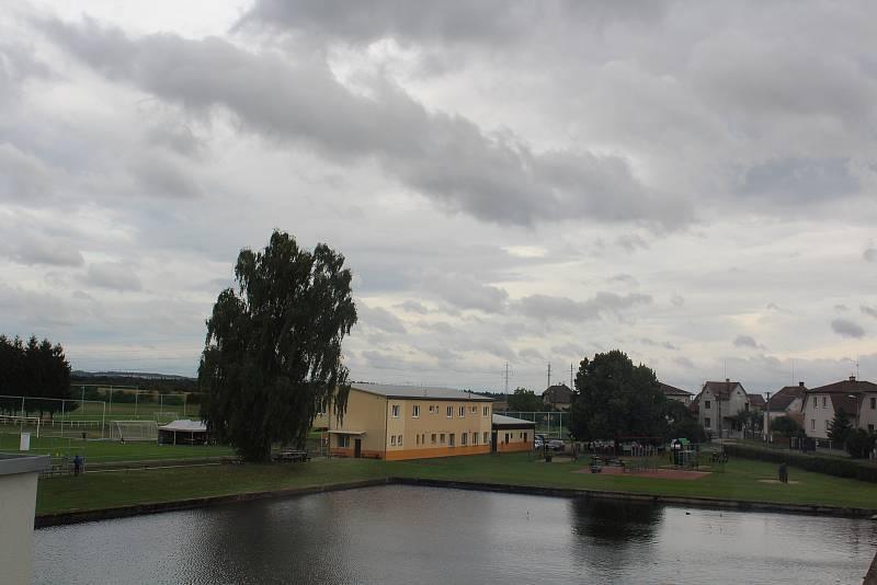 Pohled na sportovní areál v Solnici.