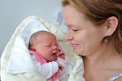NIKOLA KOVAŘÍČKOVÁ je po Matějovi a Terezce třetím dítětem Moniky a Petra ze Lhot u Potštejna. Na svět se podívala 26. října ve 12.51 hodin a po narození vážila 3,26 kg.