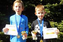 Dva nejlepší šachisté kategorie do 8 let (zleva) druhý Dan Krautschneider a vítězný Václav Kroulík.