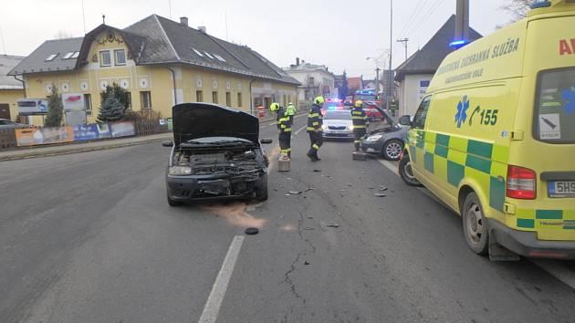 Srážka aut se neobešla bez zranění.