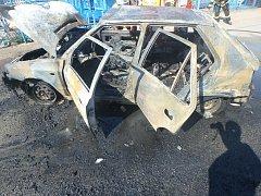 Dopravní nehoda s následným požárem v Černíkovicích.