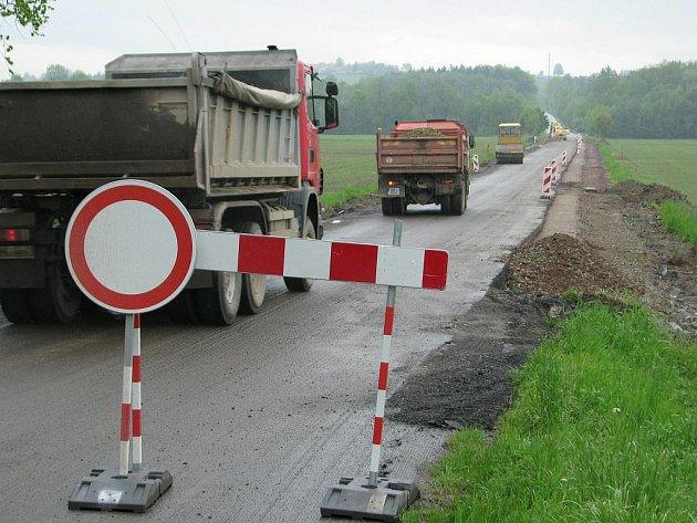 Silnice mezi Častolovicemi a Solnicí je z důvodů opravy uzavřena.