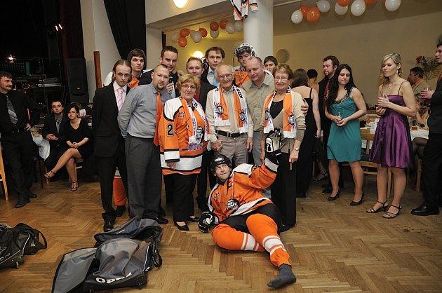 V Kostelci nad Orlicí se uskutečnil již druhý ročník plesu klubu HC Lev Kostelec
