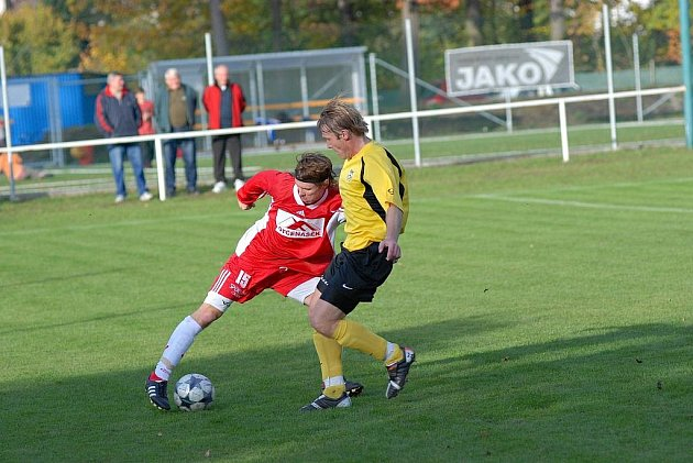 Z utkání krajského přeboru SK Týniště nad Orlicí - FK Trutnov (0:1).