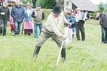 Z TITULU ORLICKÉHO SEKÁČE se vloni radoval Josef Chaloupka      z Javornice, kterému se podařilo obhájit vítězství z předešlého roku.      V sobotu se ukáže, zda ho někdo z trůnu sesadí.