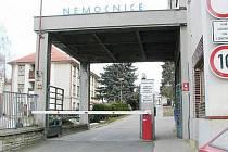 Vstup do areálu bývalé opočenské nemocnice.