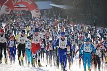 HROMADNÝ START. Na trasu Orlického maratonu se závodníci v neděli vydají již po sedmadvacáté